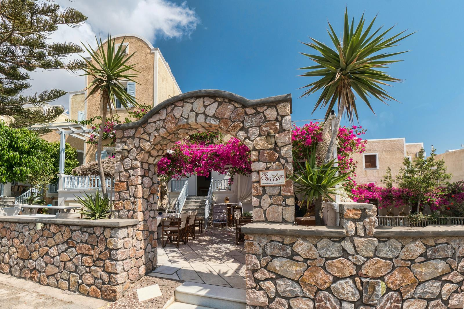 luxury stay kamari santorini | Sellada Apartments